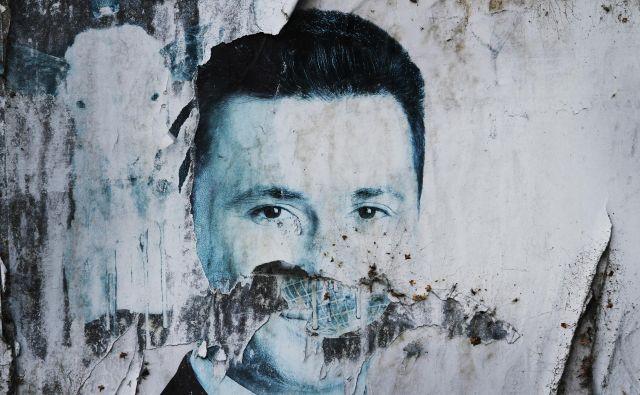 Predvolilni plakat makedonskega premierja Nikole Gruevskega. FOTO: Jože Suhadolnik/Delo