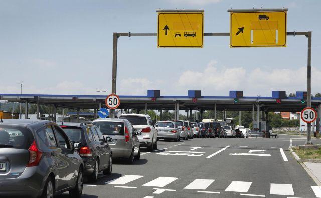 Zakonca so prijeli, ko sta hotela prečkati mejo. FOTO: Leon Vidic/Delo