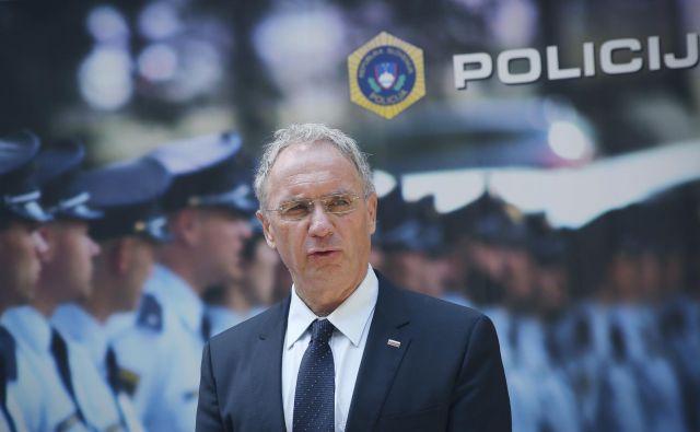 Vršilec dolžnosti generalnega direktorja policije nekritično sledi navodilom notranjega ministra Aleša Hojsa.FOTO: Jože Suhadolnik/Delo