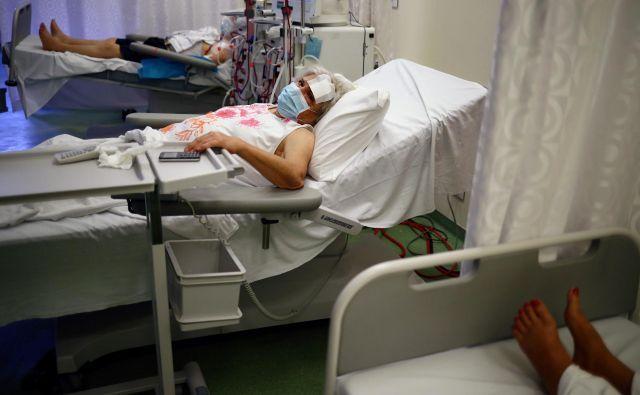 Bolnišnice v Bejrutu prekipevajo. FOTO: Hannah Mckay/Reuters