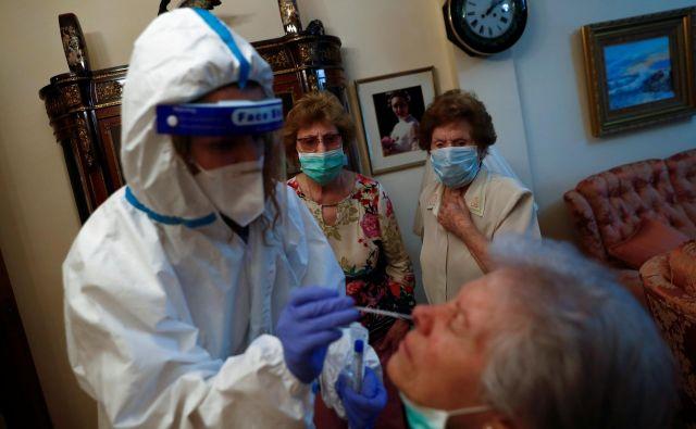 V 47-milijonski Španiji je po podatkih<strong> </strong>ministrstva za zdravje trenutno več kot 500 žarišč okužb, ki pa so večinoma pod nadzorom. Foto: Susana Vera/Reuters