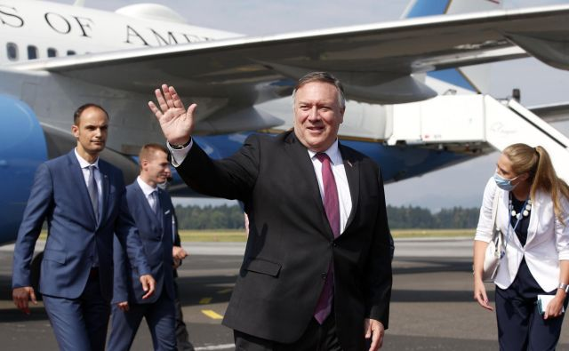 Državnega sekretarja ZDA Michaela Pompea je na letališču Jožeta Pučnika pričakal slovenski zunanji minister Anže Logar. FOTO: Matej Družnik/Delo