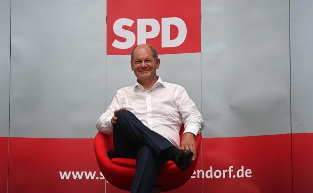 Po številnih imenih, ki naj bi potegnila SPD iz brezna, bo to poskusil še Olaf Scholz. Foto: Ina Fassbender/AFP