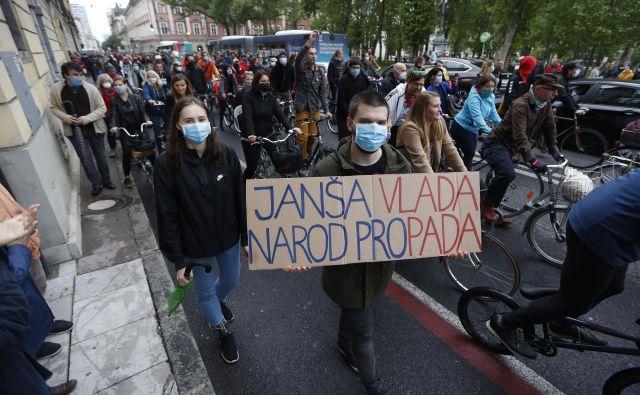 Protesti proti vladi potekajo že 17 tednov. FOTO: Leon Vidic/Delo
