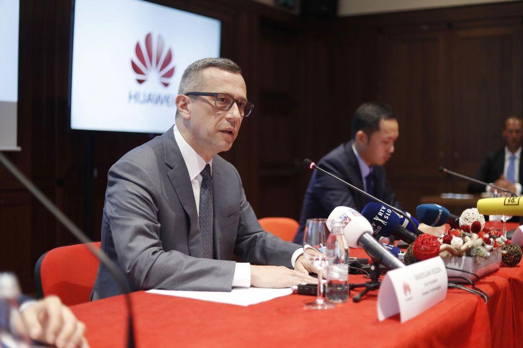 Sloveniji bo odločitev škodila, opozarja Huawei