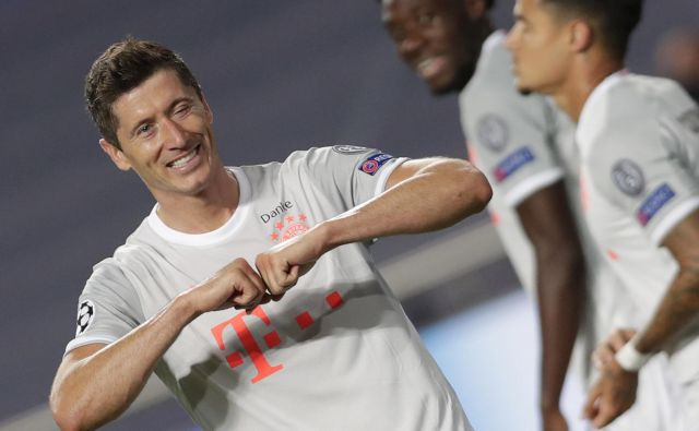 Tudi Robert Lewandowski je na orožnih vajah v Lizboni dočakal gol v mreži Barcelone. FOTO: Manu Fernandez/AFP