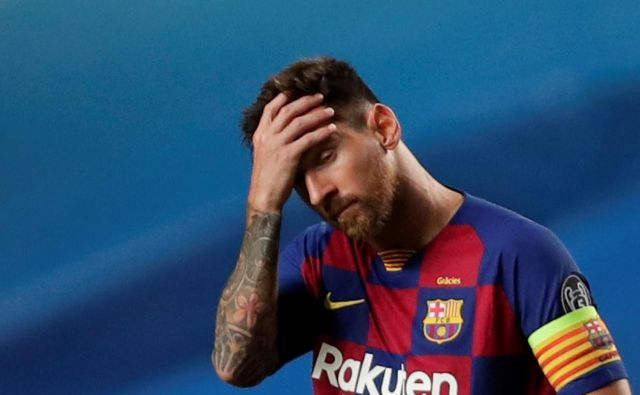 Prvi zvezdnik Barcelone Lionel Messi se je lahko po visokem porazu z Bayernom le prijel za glavo, toda to ne bo pomagalo klubu. FOTO: Manu FernandezReuters