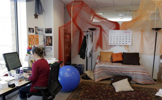 Čudovite pisarne niso več tako pomembne. Ekipe bodo razpršene in odločilno je, da ostanejo povezane in znajo ustvarjati presežke. FOTO: Erin Siegal/Reuters
