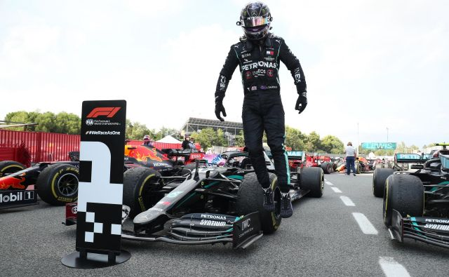 Lewis Hamilton je bil razred zase. FOTO: Albert Gea/Reuters