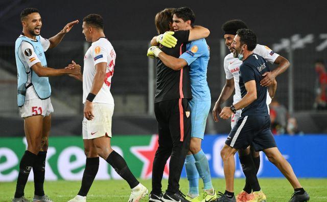 Nogometaši Seville so prvi finalisti evropske lige in bodo v petek poskušali osvojiti že šesto lovoriko v tem tekmovanju. FOTO: Ina Fassbender/Pool Reuters