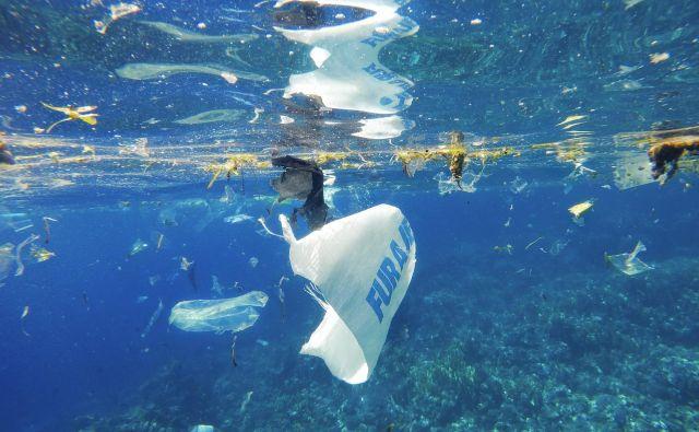 V Atlantskem oceanu je vsaj desetkrat več plastike, kot smo mislili doslej FOTO:Olenalavrova/Shutterstock