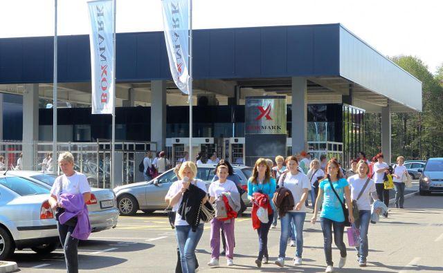 V Boxmarku<em> </em>prav te dni poteka drugi krog vročanja odpovedi, prejelo jih bo okoli 300 ljudi. Foto Marko Feist