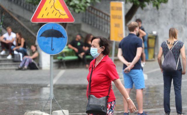 V Sloveniji so doslej potrdili 2456 primerov okužb z novim koronavirusom. FOTO: Dejan Javornik/Slovenske novice