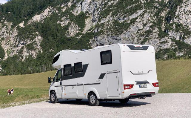 Adria mobil coral XL 670 SL plus je največji in najbolj udoben mansardni avtodom iz ponudbe novomeškega podjetja.