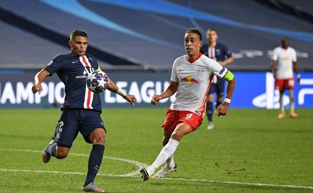 Thiago Silva, na fotografiji levo, bo jutri v finalu lige prvakov odigral zadnjo tekmo za Paris Saint-Germain, seli se namreč k Fiorentini. FOTO: David Ramos/AFP
