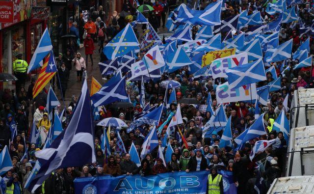 Shod zagovornikov škotske neodvisnosti na ulicah Glasgowa januarja letos. Foto: Reuters/Russell Cheyne