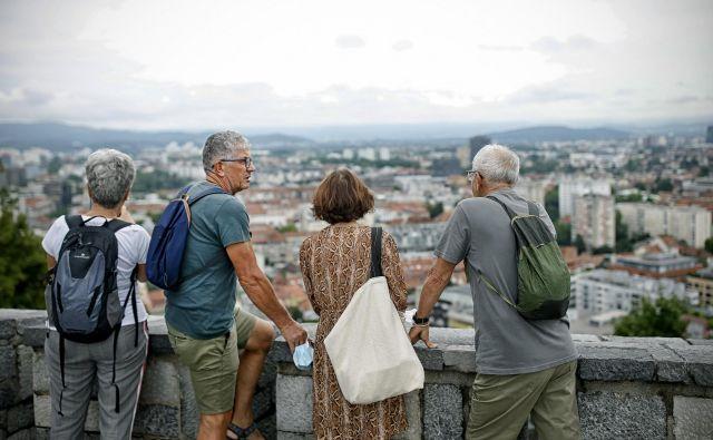Število uživalcev starostne pokojnine se povečuje, julija so jih našteli 716 več kot junija. Foto Blaž Samec