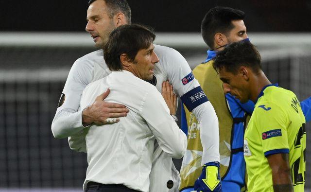 Interjev kapetan Samir Handanović bo tudi v finalu evropske lige na igrišču podaljšana roka trenerja Antonia Conteja. FOTO: Ina Fassbender/Reuters