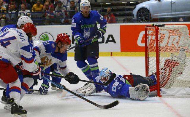 Luka Gračnar je med drugim branil za Slovenijo proti odlični ruski reprezentanci na SP 2015 na Češkem. FOTO: Laszlo Balogh/Reuters