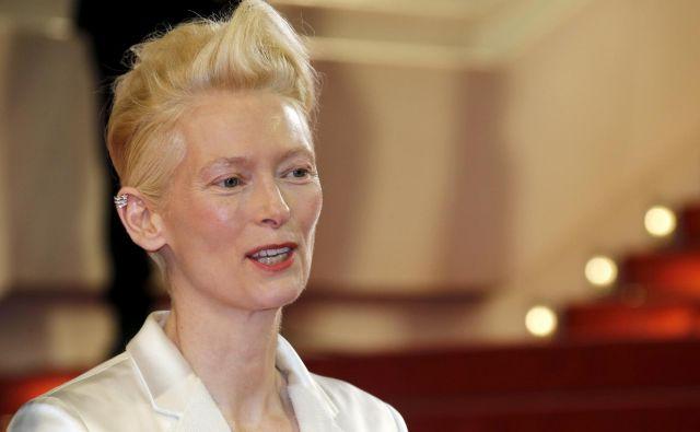 Tilda Swinton: Vsestransko in ekscentrično, tako kot vloge, ki jih je odigrala, naj so to bile velike holivudske produkcije ali avtorski film, je ni mogoče popredalčkati. FOTO: Regis Duvignau/Reuters