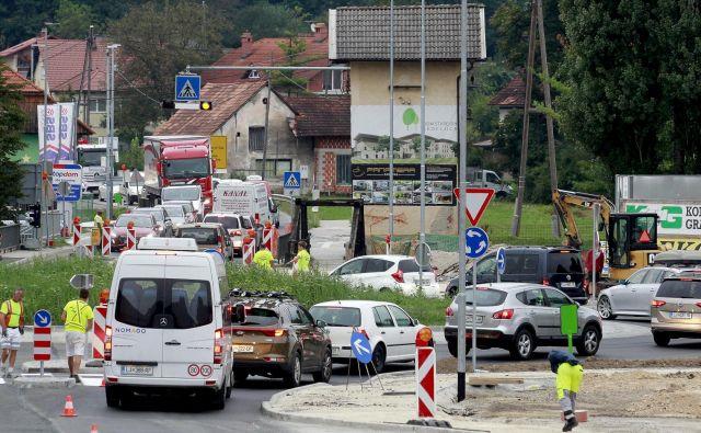 Krožišče na Škofljici. FOTO: Roman Šipić/Delo