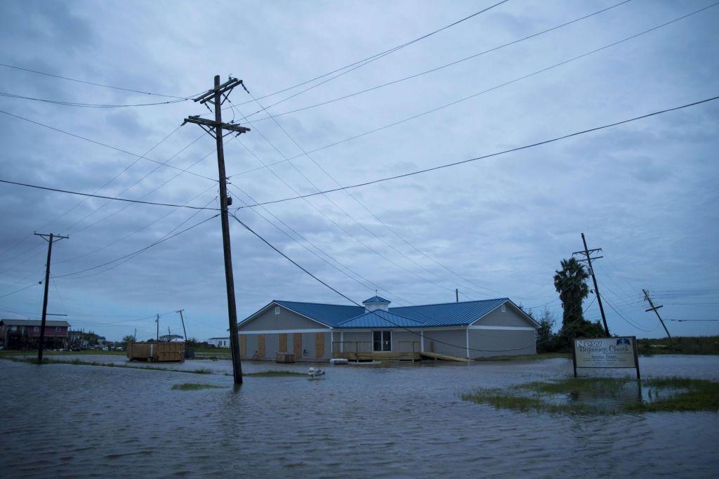 Orkan Laura se je umiril, a posledice so strašne