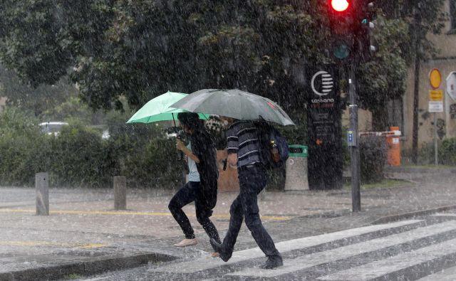 Poletna nevihta v Ljubljani. FOTO: MavricPivk/Delo