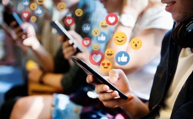 Slovenski laični strokovnjak svoje mnenje večinoma lahkotno deli na družabnih omrežjih, od koder izvira tudi njegova strokovna podkovanost in kjer se zbirajo njihovi somišljeniki.<br /> FOTO: Shutterstock