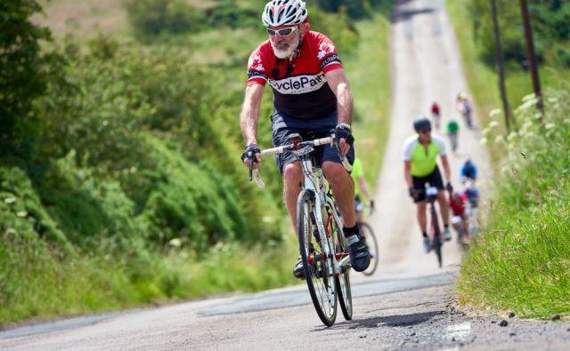 Poglejmo si 65 let starega sveže upokojenega gospoda, ki že vse življenje aktivno kolesari. FOTO: Shutterstock