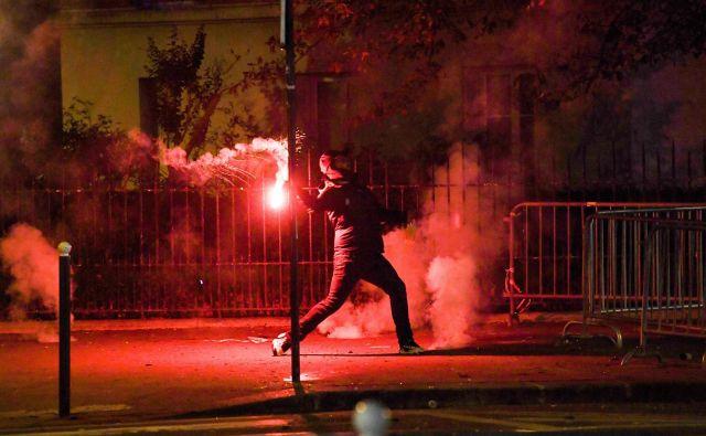 Navijači moštva PSG se niso mogli sprijazniti s porazom v finalu lige prvakov. FOTO: Alain Jocard/AFP