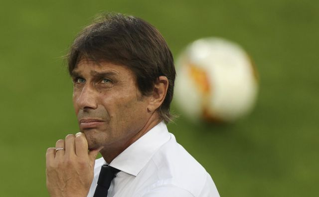 Antonio Conte je prejšnji teden doživel boleč udarec proti Sevilli. FOTO: Friedemann Vogel/AFP
