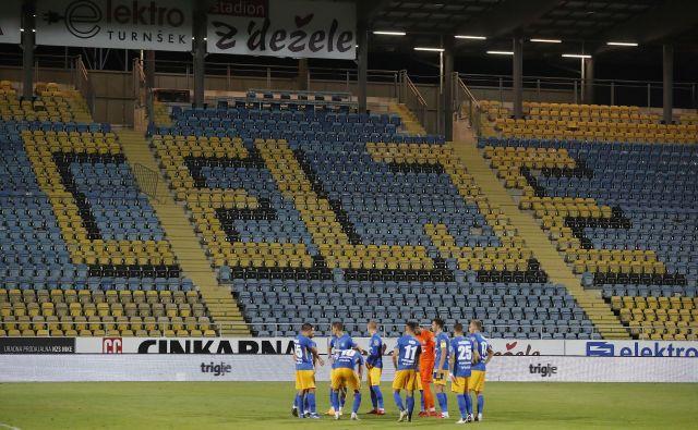 Pred celjskimi nogometaši je poseben večer, a žal brez gledalcev. FOTO: Leon Vidic/Delo