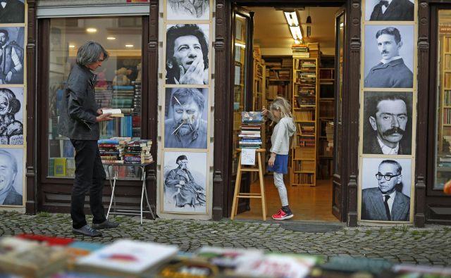 Pozabljene knjige so bile napisane veliko pred časom, ko so nam politiki zapovedali strah pred knjigami in papirjem. FOTO: Leon Vidic/Delo