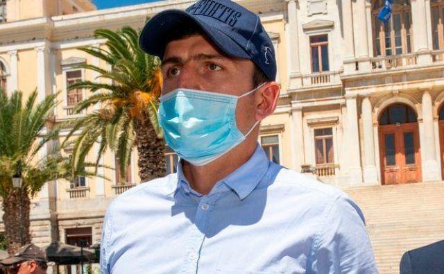 Harry Maguire ob prihodu s sodišča na grškem otoku Siros. FOTO: Giorgos Solaris/Reuters