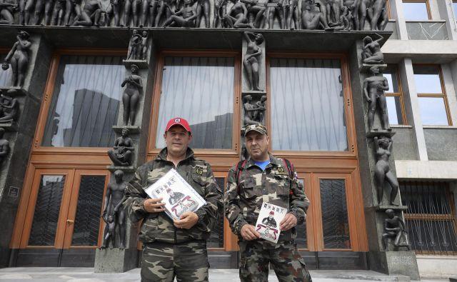 Razpravam o novelah, ki jima utegneta omejiti delovanje, sta prisluhnila tudi Andrej Šiško in Ivan Kastigar. FOTO: Jože Suhadolnik