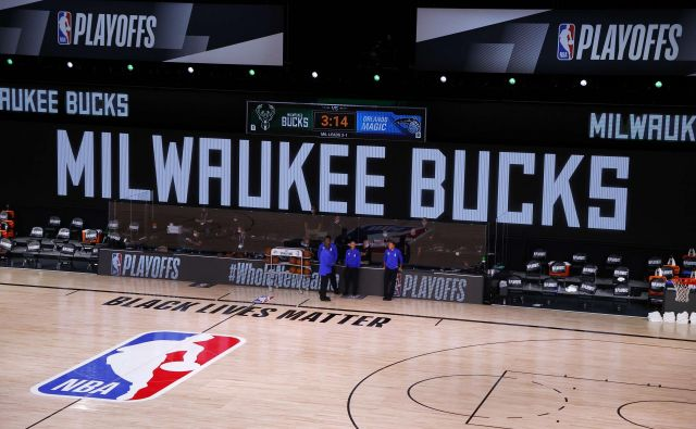 Košarkarjem moštva Milwaukee Bucks ni bilo do igre. FOTO: Kevin C. Cox/AFP