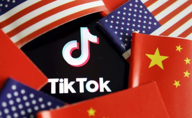 Politični pritiski na TikTok so dosegli vrhunec na začetku avgusta, ko je predsednik Donald Trump zahteval, da kitajski lastnik proda ameriško enoto ameriškemu podjetju. FOTO: Florence Lo/Reuters