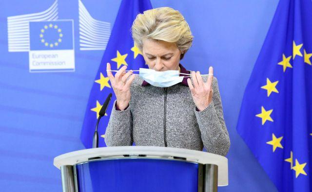 Predsednica evropske komisije Ursula von der Leyen je kolege pozvala k spoštovanju pravil in priporočil za zajezitev širjenja covida-19. FOTO: Francois Walschaerts/AFP