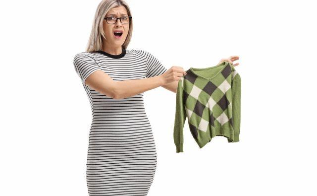 Na družbenih omrežjih se je pojavil trik, s katerim lahko oblačila, ki so se skrčila med pranjem, raztegnemo nazaj na normalno velikost. Foto Ljupco Smokovski/Shutterstock