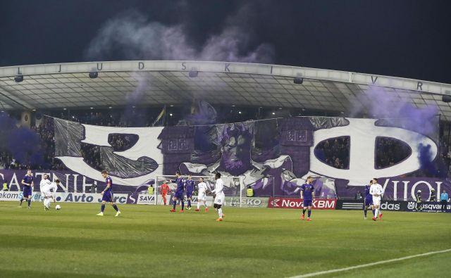 Ni vseeno, kakšen nogomet se igra v Sloveniji in kakšno vlogo ima v družbi. FOTO: Leon Vidic/Delo