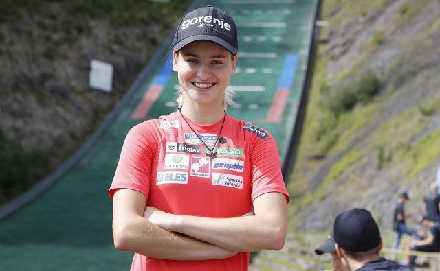 Nika Križnar je prva slovenska skupna zmagovalka velike nagrade v smučarskih skokih. FOTO: Leon Vidic