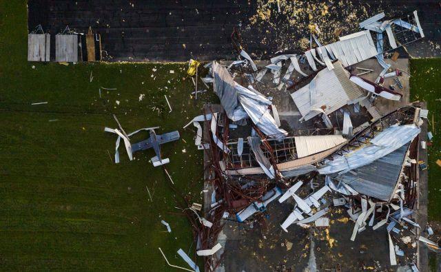 Poškodovana letala na letališču v Sulphurju v Lousiani. FOTO: Adrees Latif/Reuters