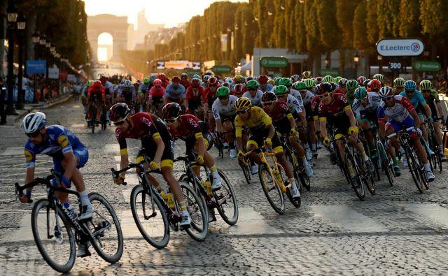 Najboljši kolesarsji na svetu so pripravljeni na jutrišnji začetek Toura. FOTO: Gonzalo Fuentes/Reuters