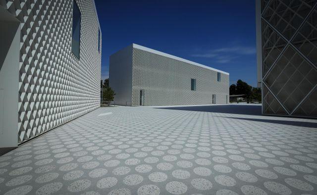 Kaj je novega pri nas? Imamo novega soseda. Muslimanski verzsko-kulturni center. FOTO: Jože Suhadolnik/Delo