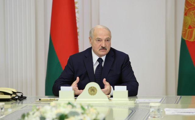 Beloruski predsednik Aleksander Lukašenko dopušča možnosti spremebe v državi, ki ji vlada že 16 let. FOTO: Sergei Sheleg/Belta Via Reuters