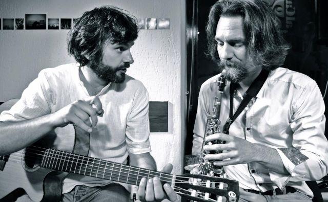 BalKan duo, ki ga sestavljata Vasko Atanasovski (desno) in Zoran Majstorović, prepleta tradicionalna glasbena izročila različnih balkanskih kultur. Foto arhiv organizatorja