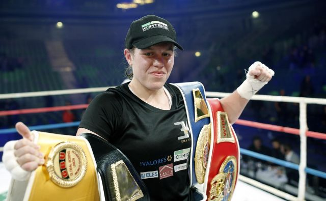 Ema Kozin še ne ve, kdaj se bo borila za šampionski pas združenja WBC. FOTO: Blaž Samec