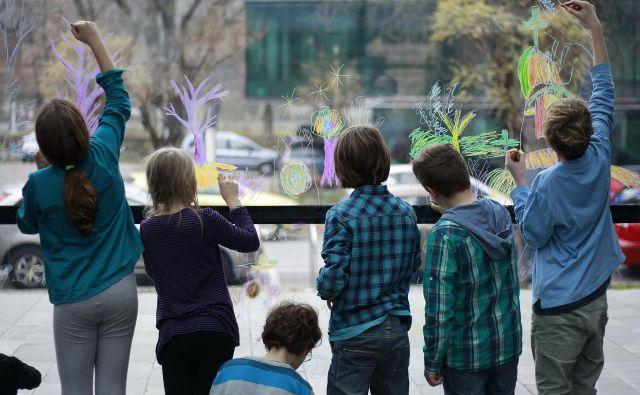 Otroci na kulturni delavnici. FOTO: Leon Vidic/Delo
