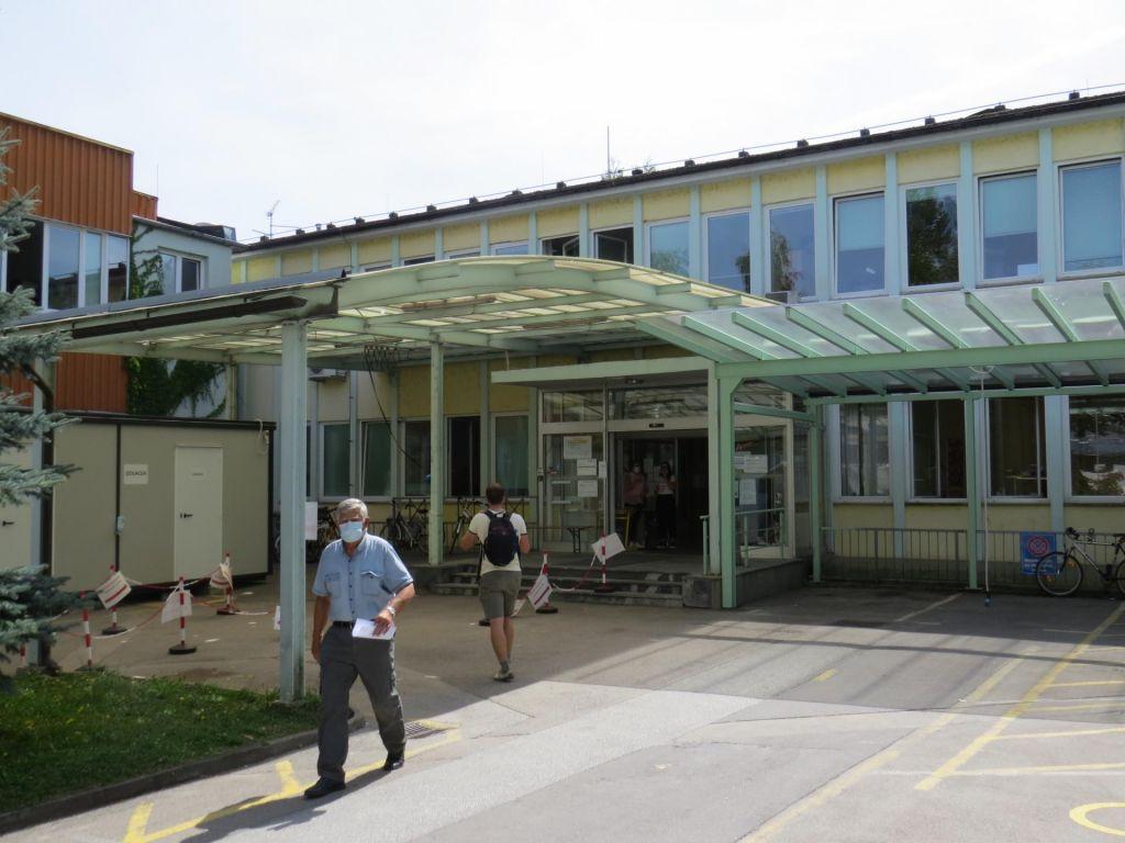 FOTO:Zdravstveni dom bo še dolgo pokal po vseh šivih