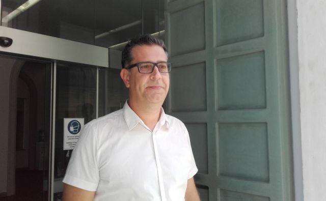 Koprski župan Aleš Bržan je zatrdil, da z novim dogovorom med Marjetico in Robertom Šucem nima nič, saj nima vpliva na to, s kom bodo v občinskem javnem podjetju sodelovali. FOTO: Nataša Čepar/Delo